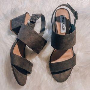 *BRAND NEW* Steve Madden Grey Sandals, Size 5.5 👡